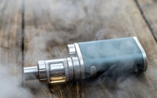 Je kajenje elektronskih cigaret res škodljivo?
