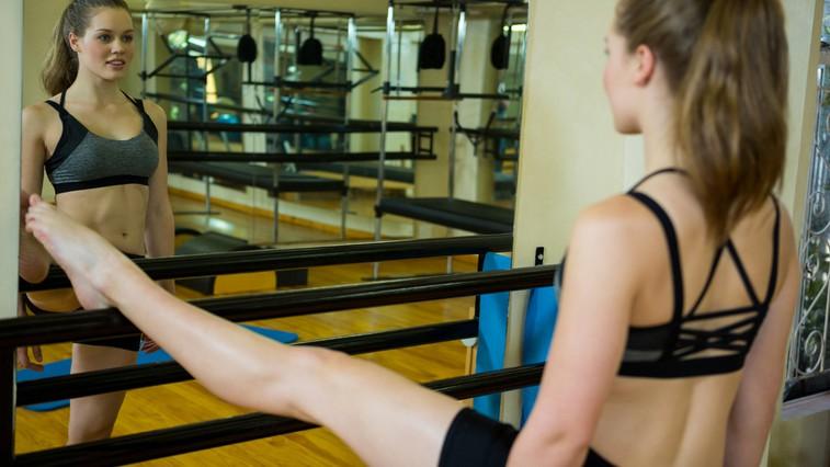 """Kako se barre pilates razlikuje od """"navadnega"""" pilatesa (in ali potrebujem baletne čeveljce)? (foto: profimedia)"""
