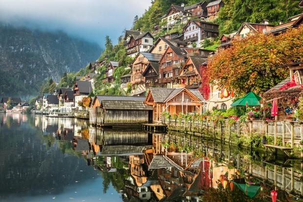 HALŠTATSKO JEZERO (Hallstätter), Avstrija Jezero se nahaja med Salzburgom in Gradcem in če tu še niste bili, priporočamo, da kar …