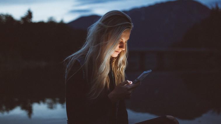 Na spletu smo dosegljivi, v realnosti pa odsotni (foto: unsplash)