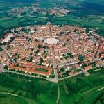 Izlet: Palmanova - mesto v obliki zvezde, za mogočnim zidom, Unescovo zaščito, nagrajeno kavo in obveznim nakupovanjem (foto: Profimedia)