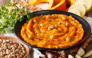 Zdrava malica ali zajtrk: domači bučni humus