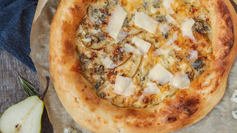 Pica s hruškami, feta sirom in z orehi (pripravljeno v 20 minutah) (foto: Profimedia)