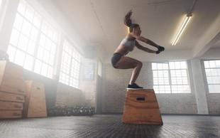 Kratek visoko intenziven trening, ki ga opravite v dnevni sobi