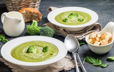 Recept za preganjanje stresa in dober spanec: brokolijeva juha s skrivno sestavino