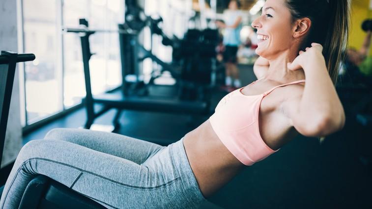 Hiter trening za oblikovanje trebušnih mišic (+ recept za regeneracijo) (foto: profimedia)