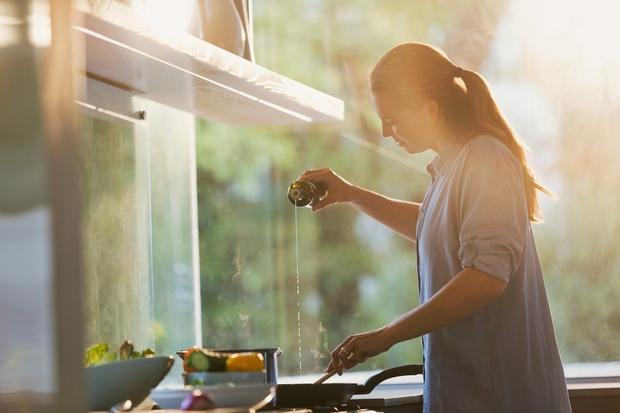 Za zdravo srce Naredite domači preliv za solate in drugo zelenjavo, ki bo hkrati prijazen tudi do srca. S tem …