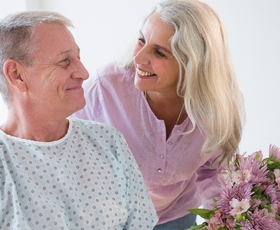 Če le lahko, bolnika vedno razveselite s šopkom rož
