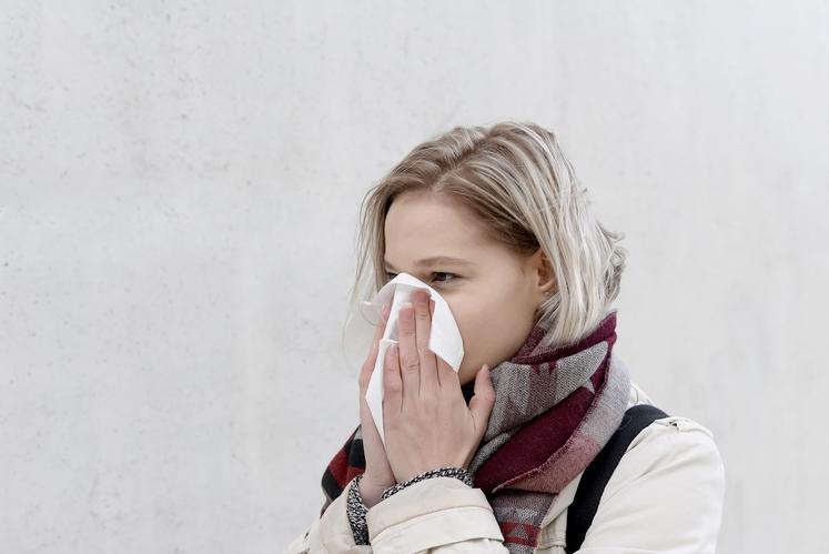 KAKO UJAMEM PREHLAD? Pravzaprav je zelo preprosto: virusi, ki povzročijo prehlad, so razpršeni s kapljicami sluzi, ki obstanejo v zraku, …