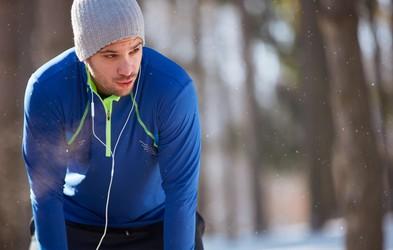 Mraz, dihala in pekoč občutek v prsih - je sploh priporočljivo teči pozimi?