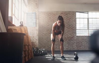 Kako okrepiti kolena in jih pripraviti na smučanje? (+ test za križne vezi)