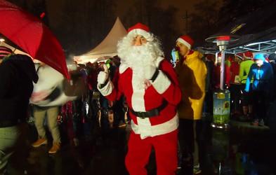 Dež ni prestrašil dobrodelnih in tekaško razpoloženih Božičkov