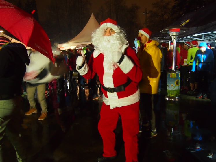 Glavni Božiček je bil plesno razpoložen.