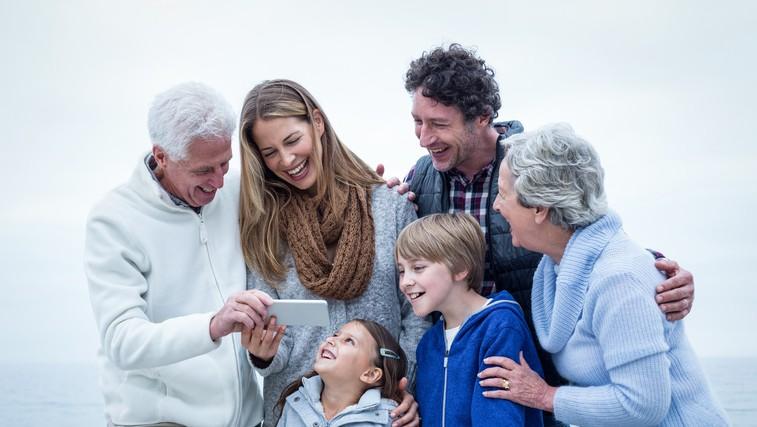 12 načinov, kako shajati s partnerjevo družino (foto: Profimedia)