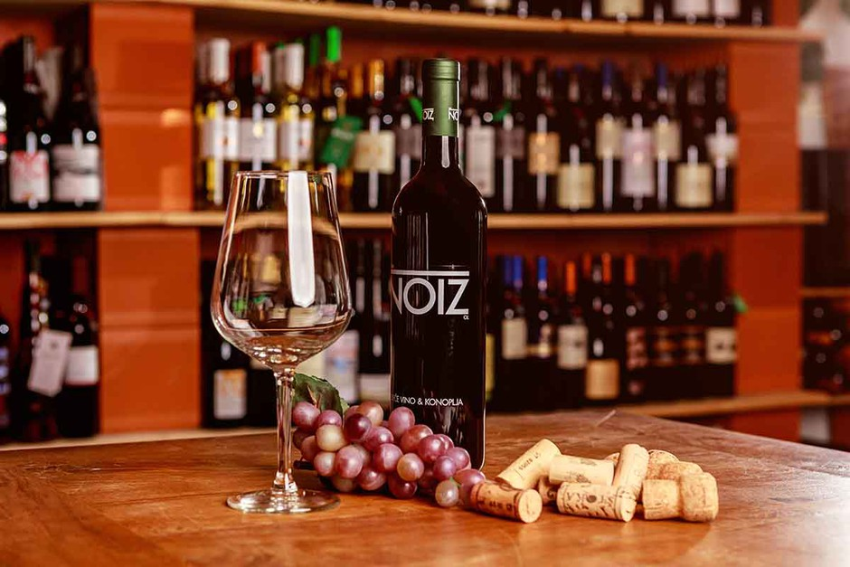 Pustite goste odprtih ust s to popolno kombinacijo – postrezite vino s konopljo! (foto: PROMO)