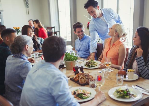 MEHKO POSTAVITE MEJE Z DRUŽINO Vsi imamo teto, ki nas vsakih 5 minut sprašuje, ali smo lačni in ponuja hrano. …