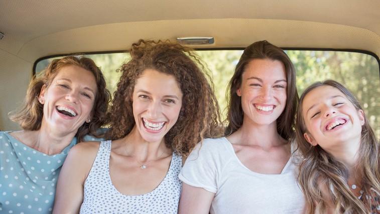 6 presenetljivih zdravih učinkov smeha (bi hodili na smejalno jogo?) (foto: Profimedia)