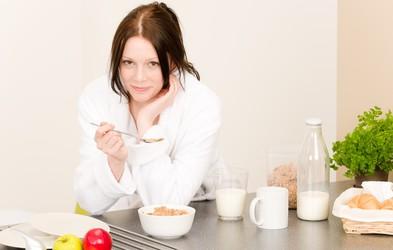 Kako lahko v prehrano pritihotapite zdrave nadomestke? (in kaj zamenjati s čim - več kot 10 receptov)