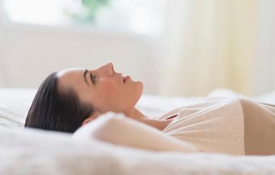 5 misli, ki jih ponavljajte pred spanjem