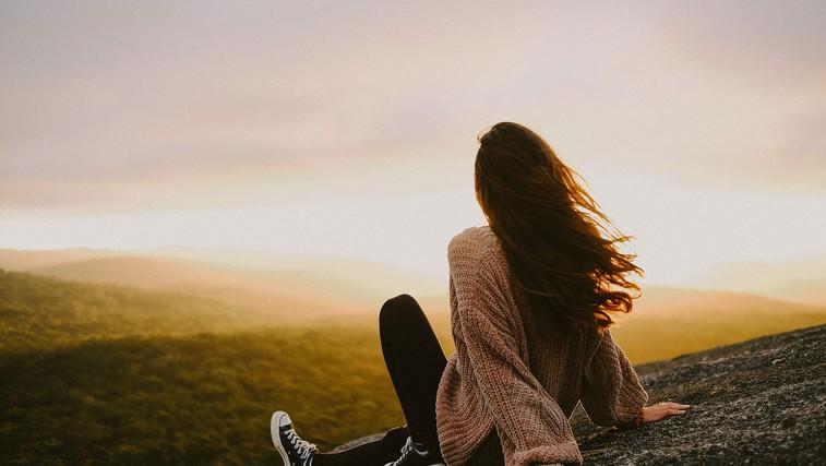 Povežite se s svojimi mislimi in čustvi: 28 stvari, ki jih lahko počnete sami (foto: Paula May | Unsplash)