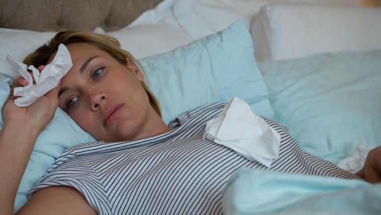 Gripa ni nedolžna bolezen in lahko je nevarna tudi za mlajše. Kdaj nositi zaščitno masko? (foto: Profimedia)