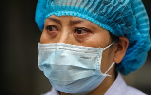 Naj koronavirus ne bo samo vzrok za paniko, ampak tudi lekcija za naprej (piše: Darjo Hrib)