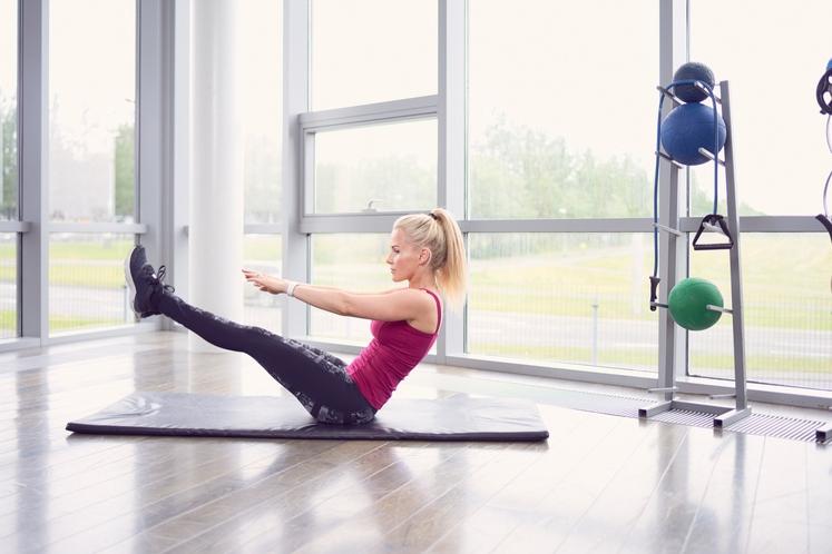 DOTIK PRSTOV Vajo izvajajte toliko časa, da začutite napetost v trebušnih mišicah - to pomeni, da delate pravilno. Ko to …