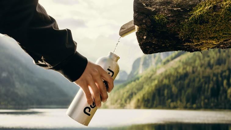 Čas je za temeljito čiščenje steklenice za vodo – ker je zelo verjetno ne čistite dovolj pogosto (foto: Kate Joie |Unsplash)