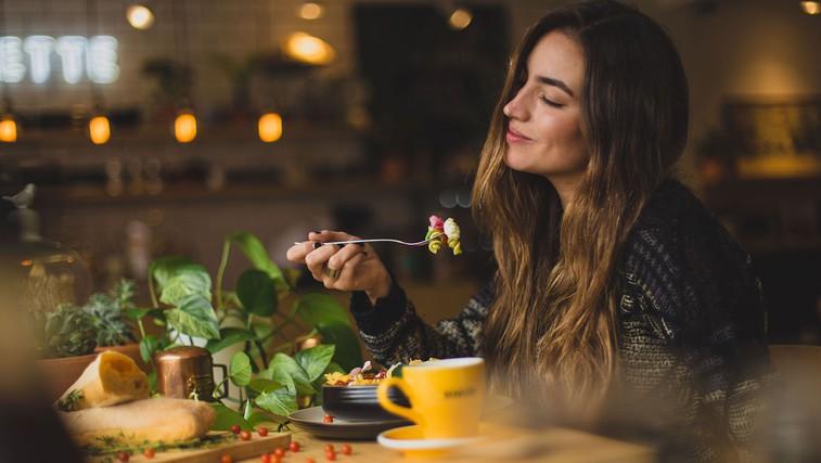 6 načinov, kako prakticirati čuječno prehranjevanje (in dobri razlogi, zakaj preizkusiti) (foto: Pablo Merchán Montes | Unsplash)