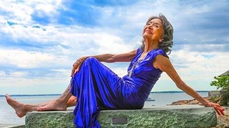 Najstarejša učiteljica joge umrla pri 101 letu (izdala je 2 skrivnosti svojega dolgega življenja)