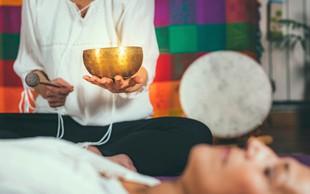 Kaj je zvočna terapija? (in kaj dobrega imam od nje?)
