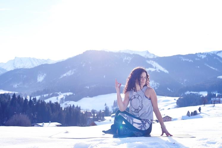 Krepi imunski sistem Joga združuje telo, misli in duha. Ko te 3 stvari pridejo v neravnovesje, ste dovzetnejši za okužbe …