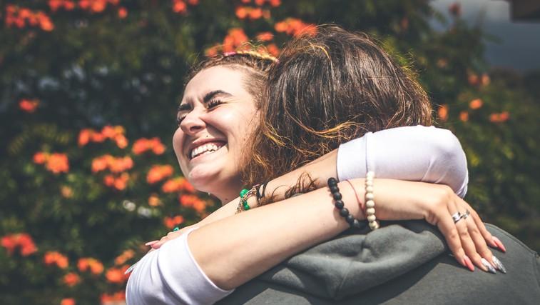 7 razlogov, zakaj bi se morali vsak dan objemati (foto: pexels)