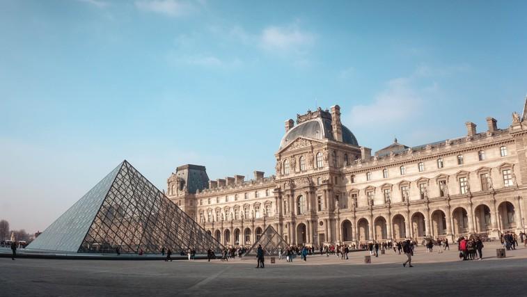 """Tu je 6 slavnih svetovnih muzejev, po katerih se lahko """"sprehodite"""" s kavča (foto: Photo by Yeo Khee on Unsplash)"""