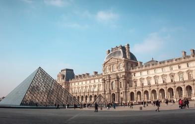 """Tu je 6 slavnih svetovnih muzejev, po katerih se lahko """"sprehodite"""" s kavča"""