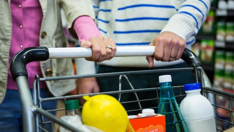 Koronavirus (COVID-19): Kako ravnati s kupljeno hrano, ko jo prinesemo iz trgovine (foto: Profimedia)