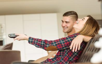 Trenutno je televizija lahko vaša dobra prijateljica, a pri tem nujno ohranite zdravo pamet (poglejte, kako)