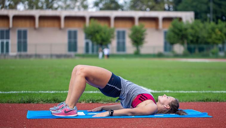 VIDEO: Kratek trening moči s trenerko atletike pri tek.si (primeren tudi za tekače) (foto: Danijel Čančarević)