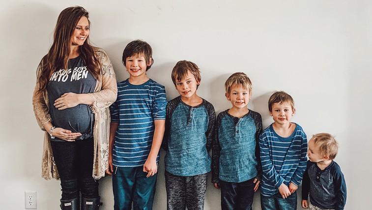 Super mama - pet sinov sama šola na domu (in ne samo v času koronavirusa) (foto: profimedia)