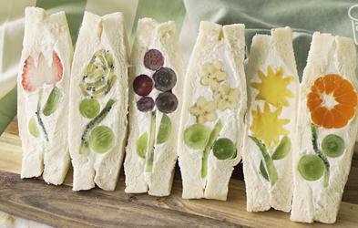 Kako narediti čudovite japonske sadno-cvetlične sendviče? (Recept in priprava v videu)