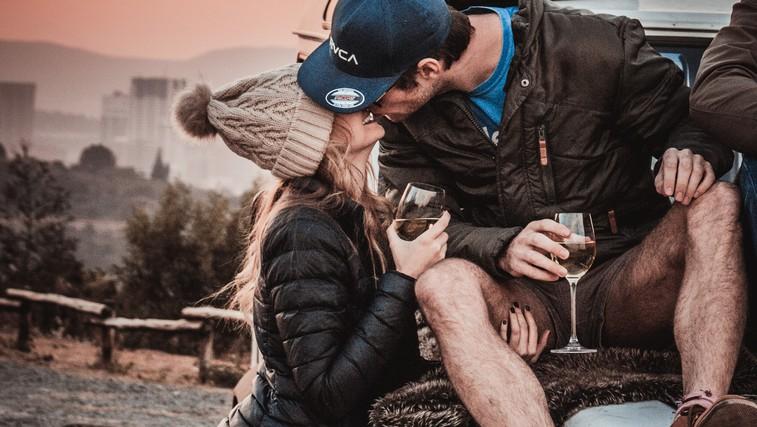 Zakaj srečni pari ne delijo svojega življenja na družbenih omrežjih? (foto: pexels)