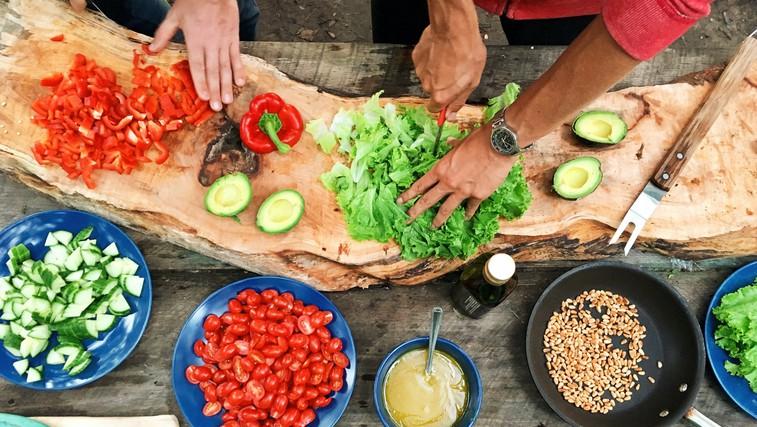 8 kuharskih trikov top chefov - od sočnega mesa, popolnega pire krompirja do najboljših palačink (foto: Photo by Maarten van den Heuvel on Unsplash)