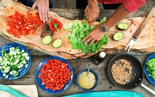 8 kuharskih trikov top chefov - od sočnega mesa, popolnega pire krompirja do najboljših palačink