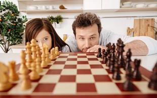 8 razlogov, zakaj šah dobro vpliva na možgane vseh starosti