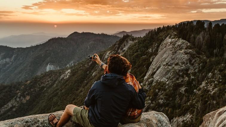 Najlepše trenutke doživimo s pravimi ljudmi v naravi (foto: unsplash)