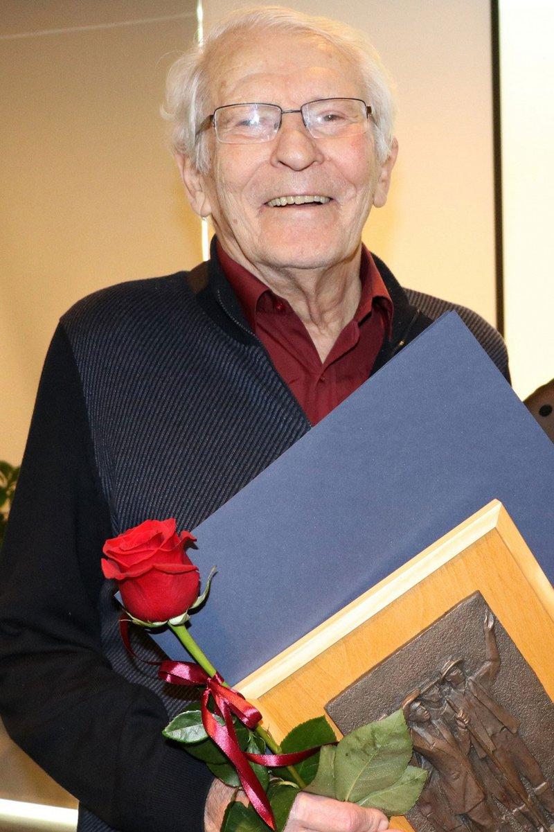 Tone Škarja se je poslovil v svojem 84. letu. S svojim delom je pustil neizbrisen pečat v slovenskem in svetovnem planinstvu in alpinizmu.