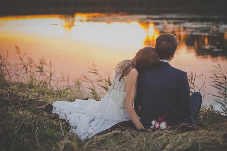 S to osebo se morda poročimo in ustvarimo družino. Smo našli življenjskega sopotnika, ki nas bo vedno osrečeval? Ne nujno. …