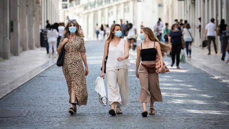 Kaj se dogaja z našo kožo, medtem ko nosimo masko? (foto: profimedia)