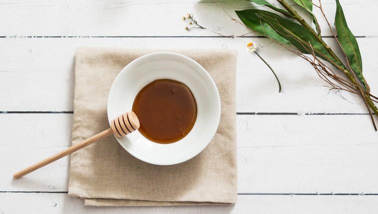 Recept: 4 maske z medom, ki razvajajo vašo kožo (in zakaj koža obožuje med) (foto: unsplash)