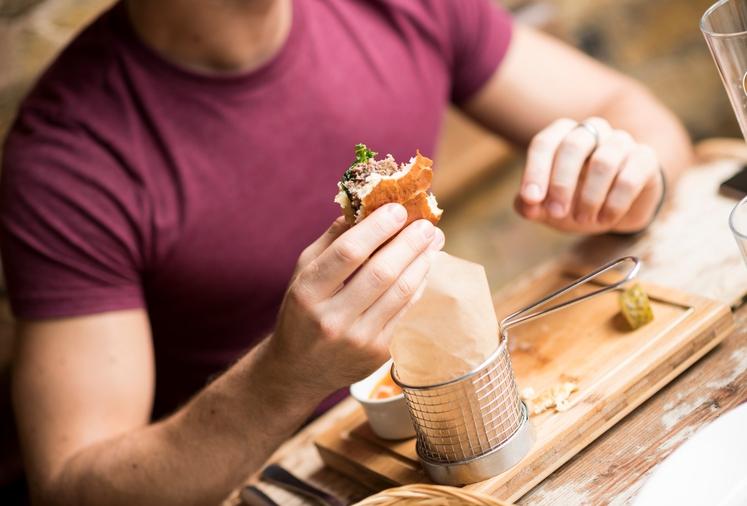Če ste jedli v zadnjih štirih do šestih urah, potem po lahkem ali zmernem treningu ne gre pretiravati s prigrizki …